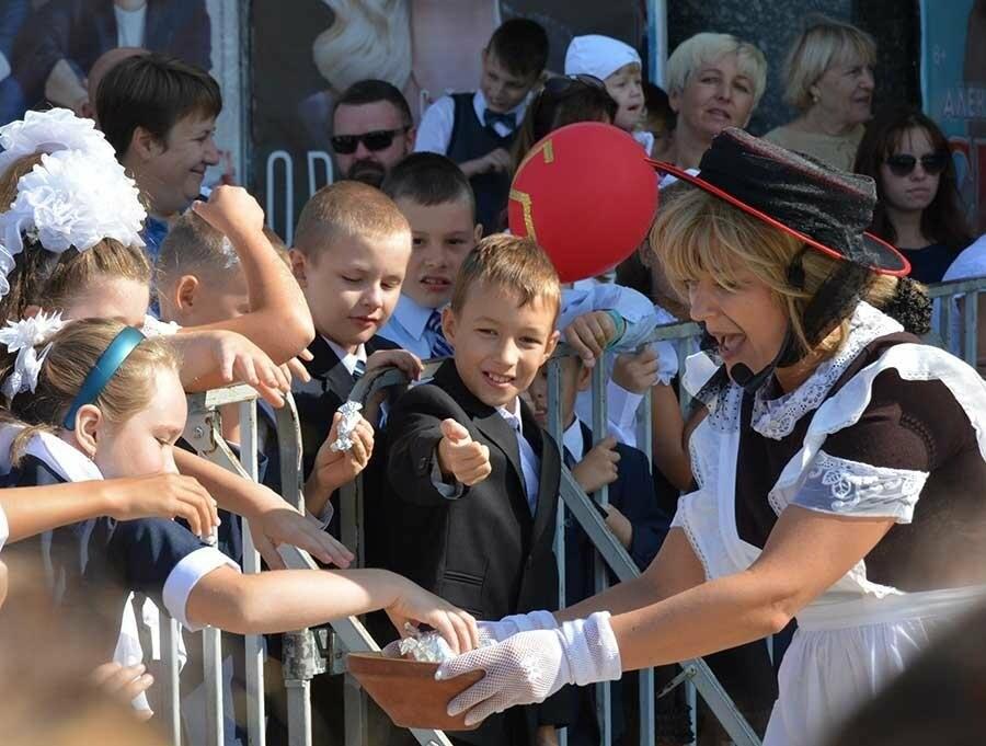 Здравствуй, школьная пора! Как отмечают День знаний в Севастополе, фото-10