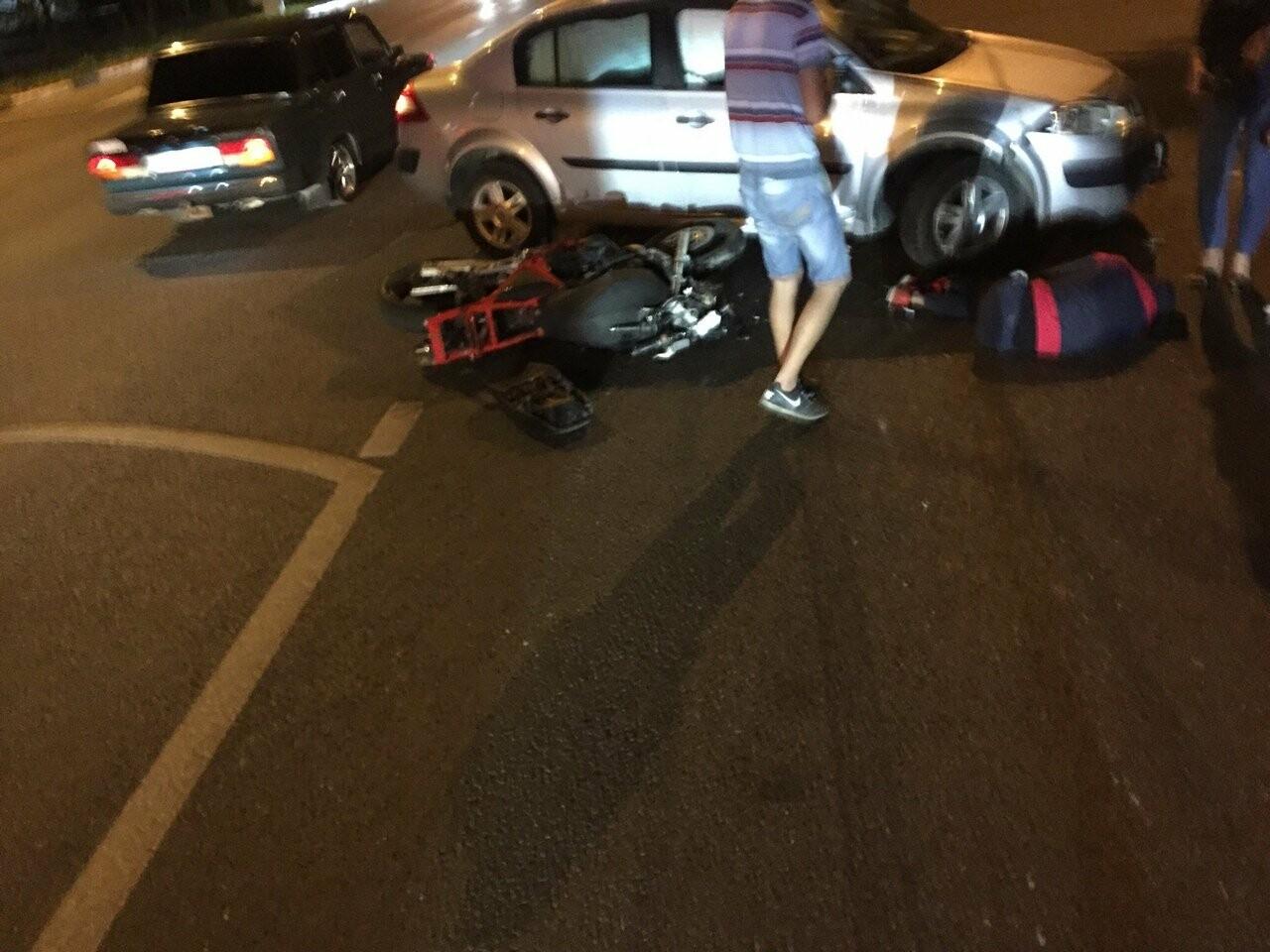 Во время ДТП с мотоциклистом и легковушкой в Севастополе неизвестный украл шлем (ФОТО), фото-1