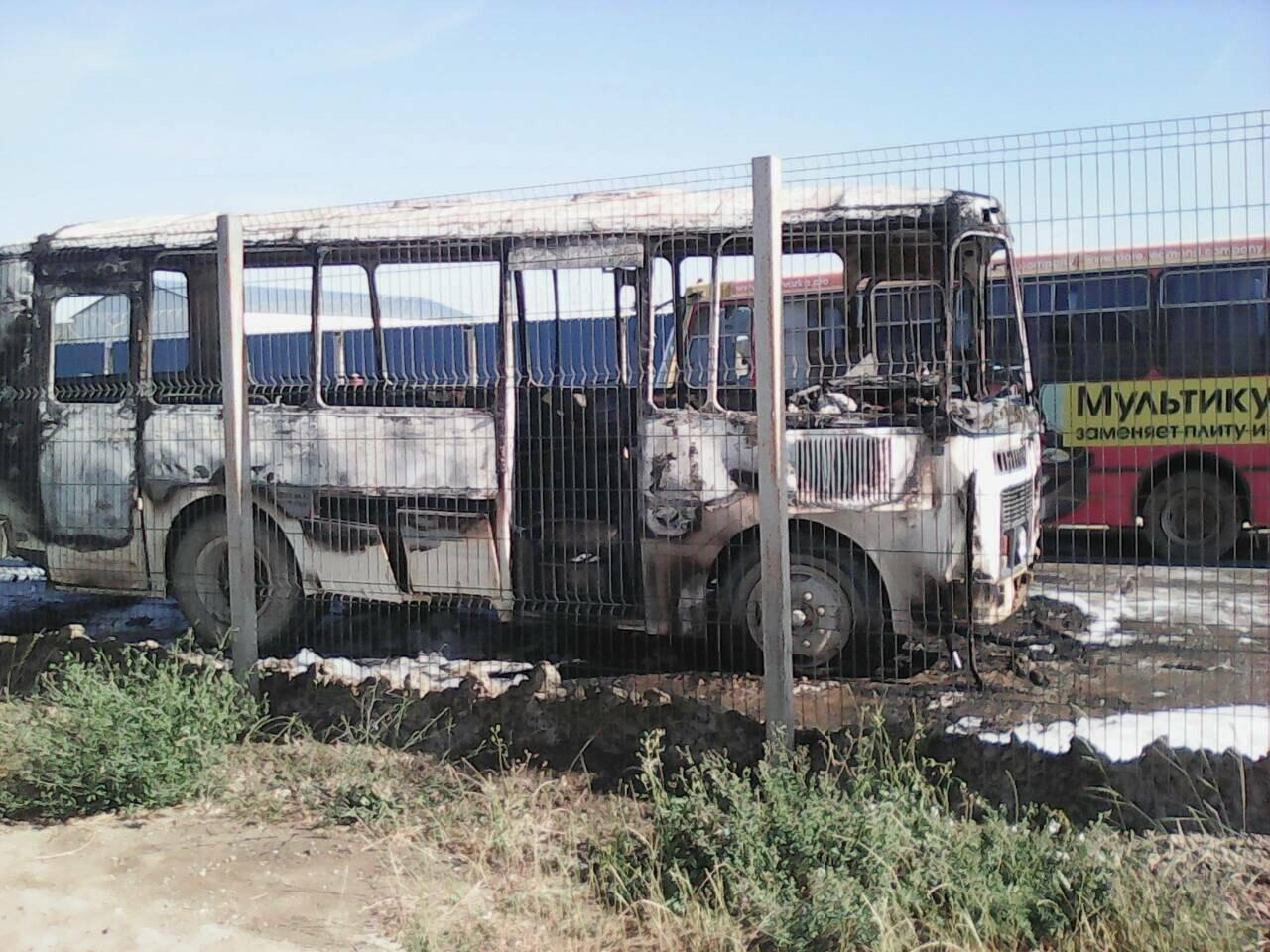 В районе Крымского моста загорелся автобус, перевозивший строителей (ФОТО), фото-3