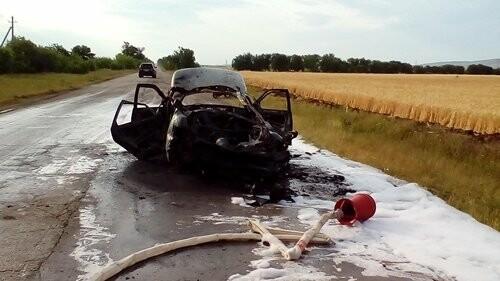 На крымской трассе горел автомобиль (ФОТО), фото-1