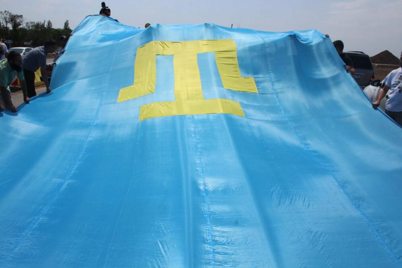 На Крымском мосту состоялся автопробег под крымско-татарским флагом (ФОТО), фото-3