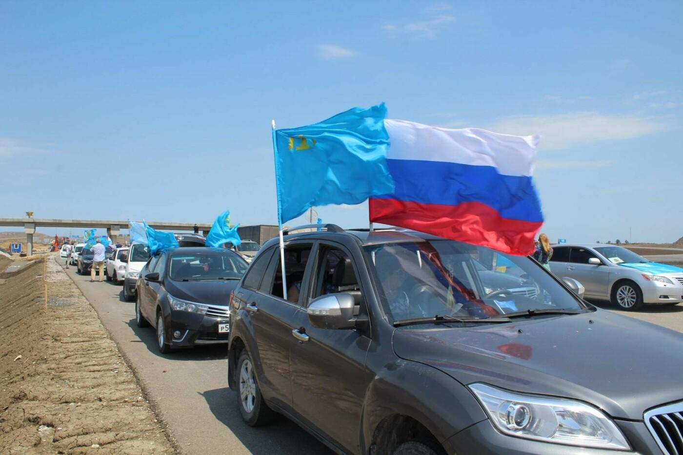На Крымском мосту состоялся автопробег под крымско-татарским флагом (ФОТО), фото-4
