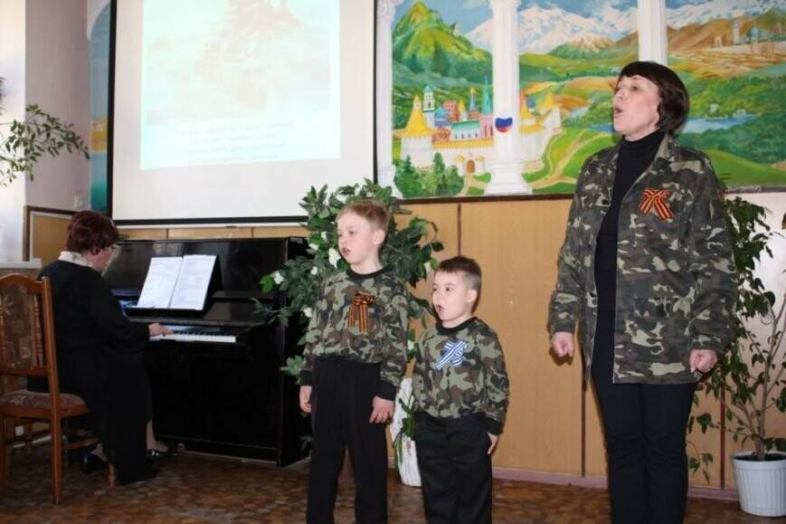 В детском доме Севастополя пели фронтовые песни