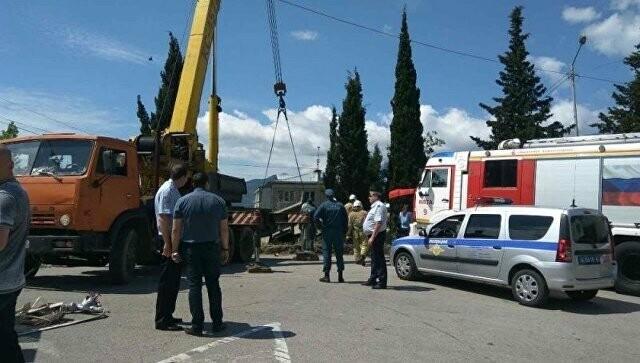 В Крыму грузовик сбил насмерть на детской площадке женщину с ребенком. МВД ищут очевидцев