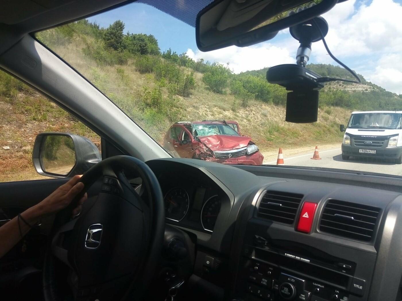 На трассе Симферополь-Севастополь столкнулись три легковушки: один из водителей в реанимации (ФОТО, изменено), фото-3